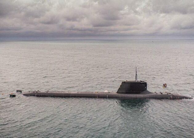 Début des essais en mer du sous-marin Suffren