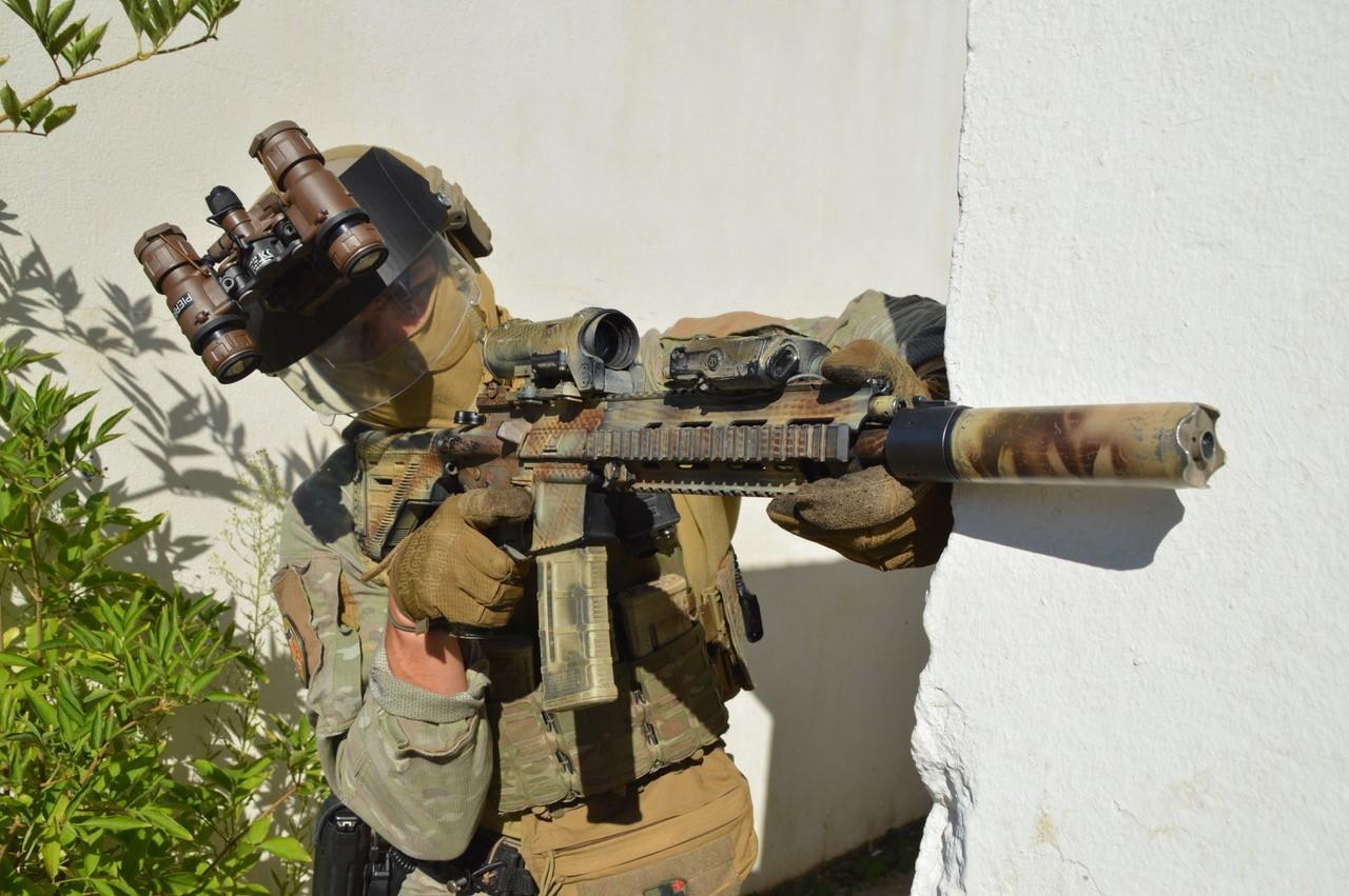 Des visières pare-éclats nouvelle génération pour assurer la sécurité des soldats - Crédits : Marine nationale