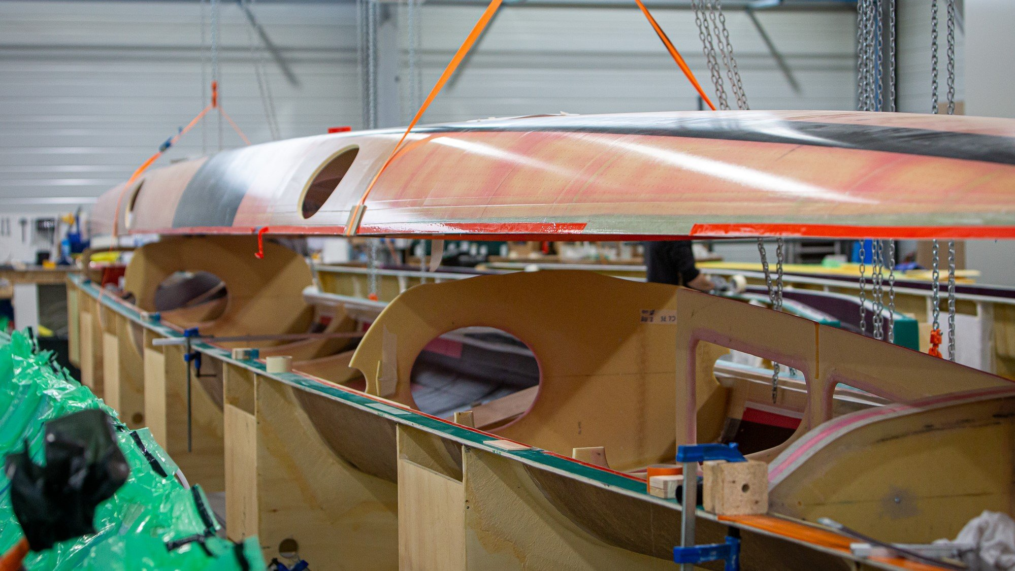 As with the floats and the outriggers, the structure and bulkheads were assembled by structural bonding using methacrylate products from the Arkema subsidiary Bostik.