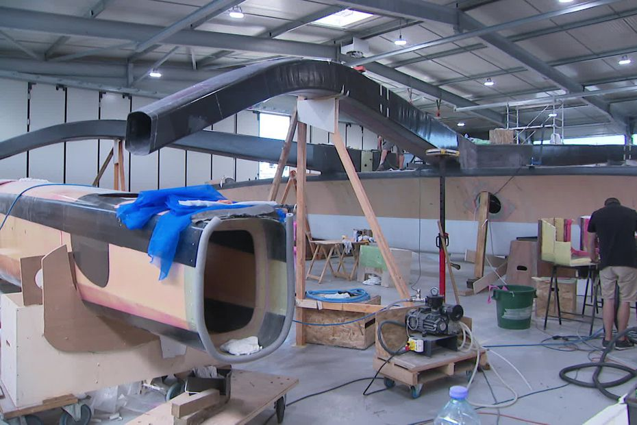 Construction of the Multi50 Arkema 4 in the Lalou Multi workshops in Verdon-sur-Mer (@France3 Aquitaine)