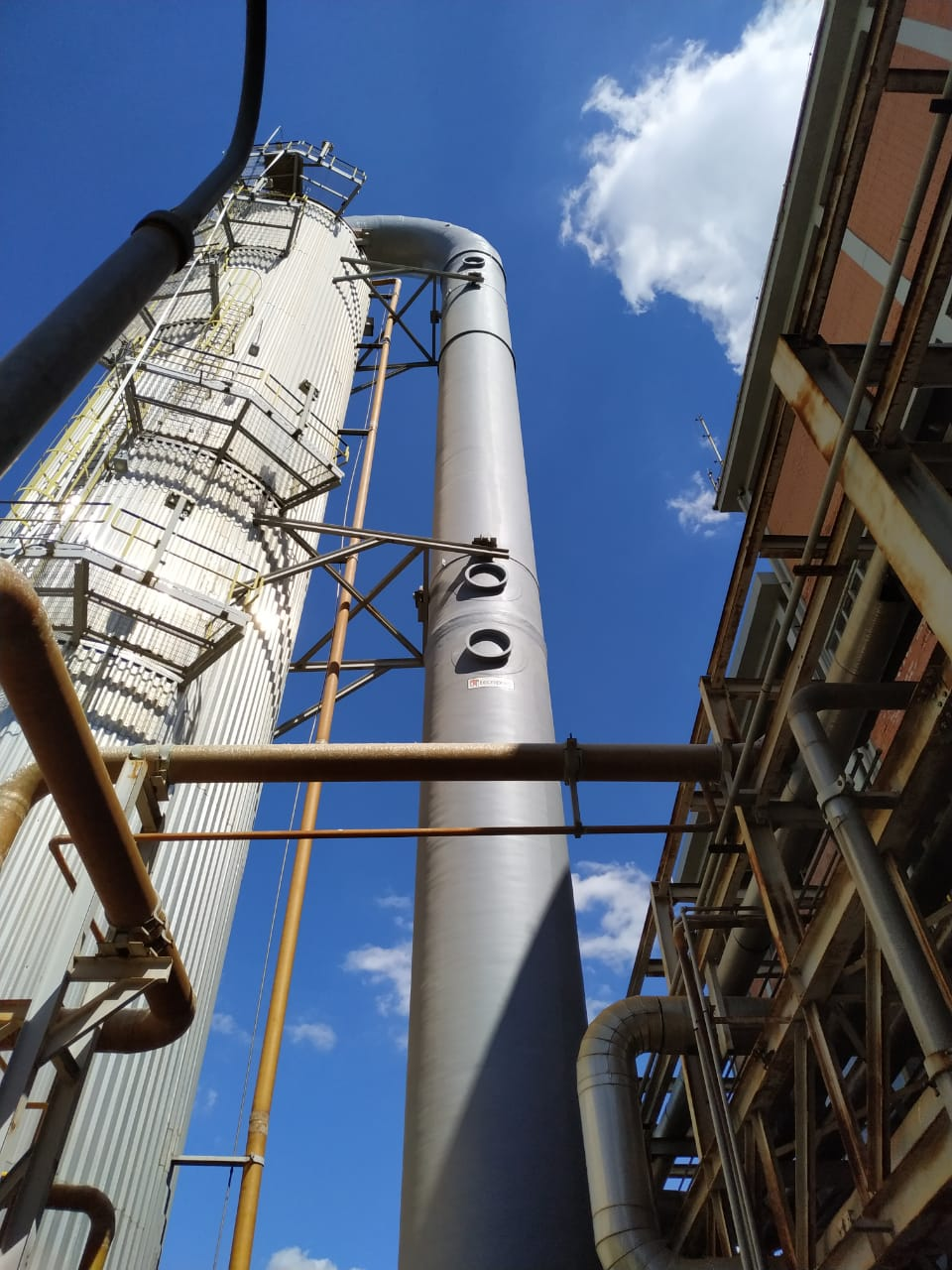 Tecniplas extends life of a composite equipment used in paper mill by 50% - Up flow tower: corrosive fluids and high process temperature