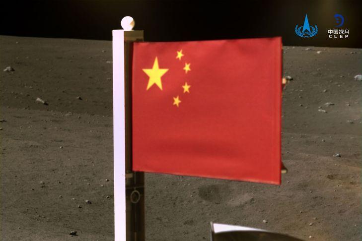 La Chine (aussi) affiche son drapeau sur la Lune