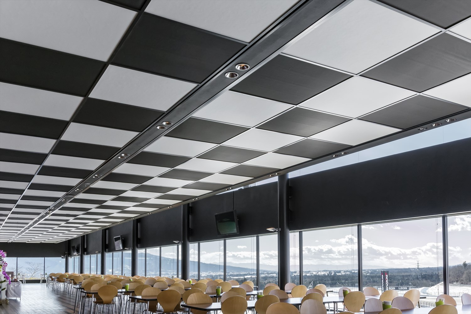 For earthquakes: Ultralight ceiling material