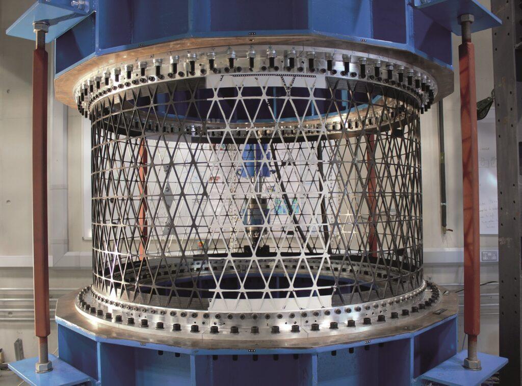 Full-scale 1.5m diameter lattice cylinder in test rig