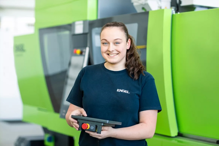 """""""A mechatronics apprenticeship is just as suitable for girls as it is for boys. I particularly enjoy the versatile range of activities and working with my hands,"""" says Anna Spiegl."""