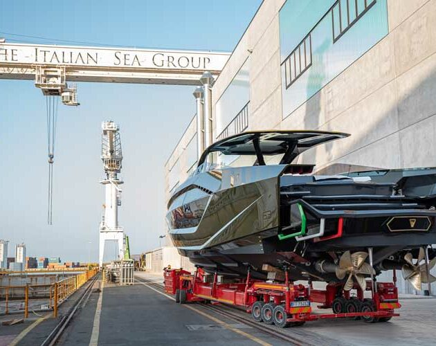 Tecnomar for Lamborghini 63: the launch of the first yacht