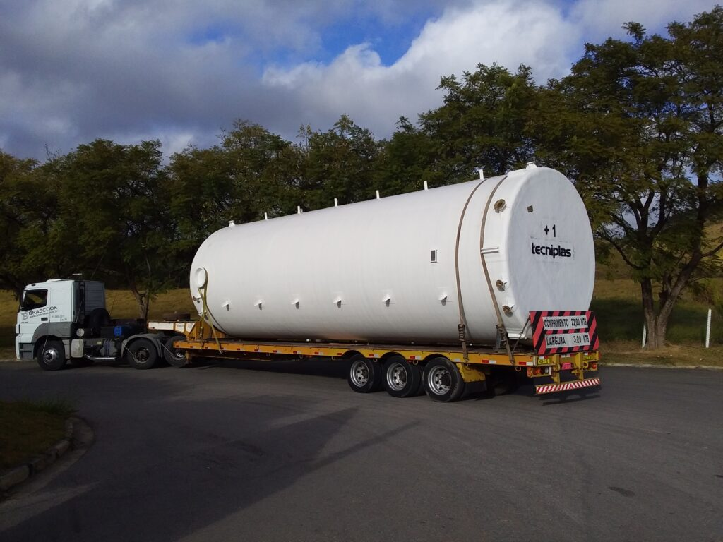 Due to the typical aggressiveness of the operation in a chlorine plant, all tanks supplied to Chlorum Solutions have a liner and chemical barrier made of vinyl ester resin, a polymer characterized by high chemical resistance.