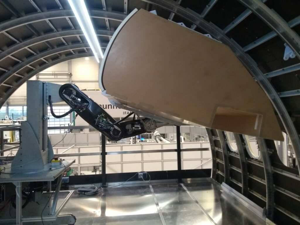 Clean Sky 2 – ACCLAIM l Automated assembly: high-precision positioning of a lightweight hand luggage compartment (hatrack) to the aircraft structure using a newly developed hatrack robot in the aircraft fuselage demonstrator.