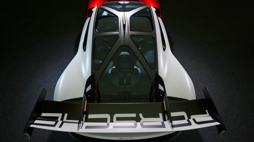 Innovative cage structure made of carbon fiber composite material