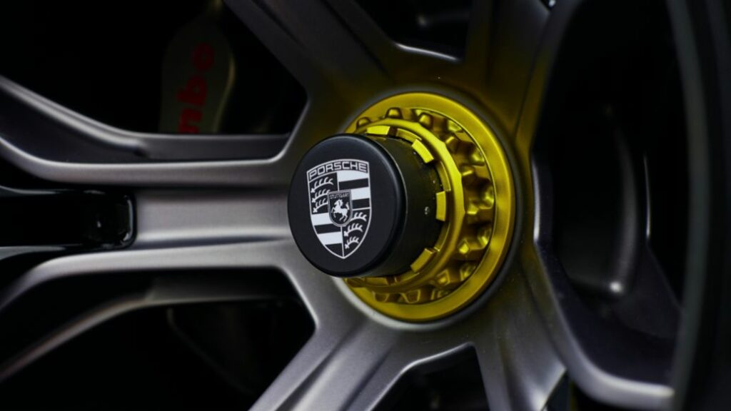 Magnesium wheels with aeroblades and tires